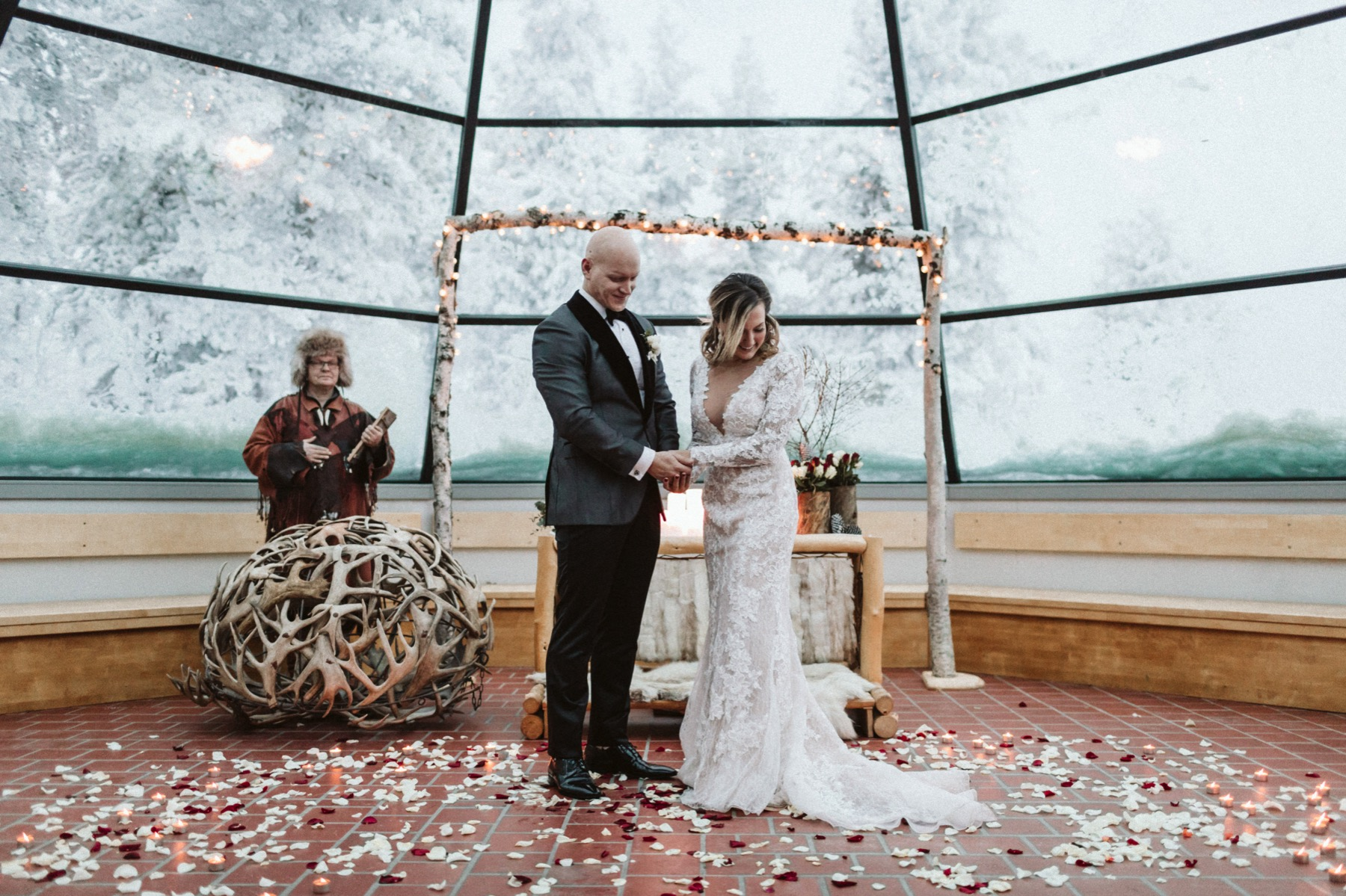 tepee wedding Kakslauttanen