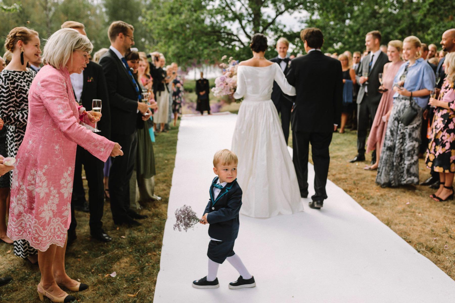 white aisle runner wedding