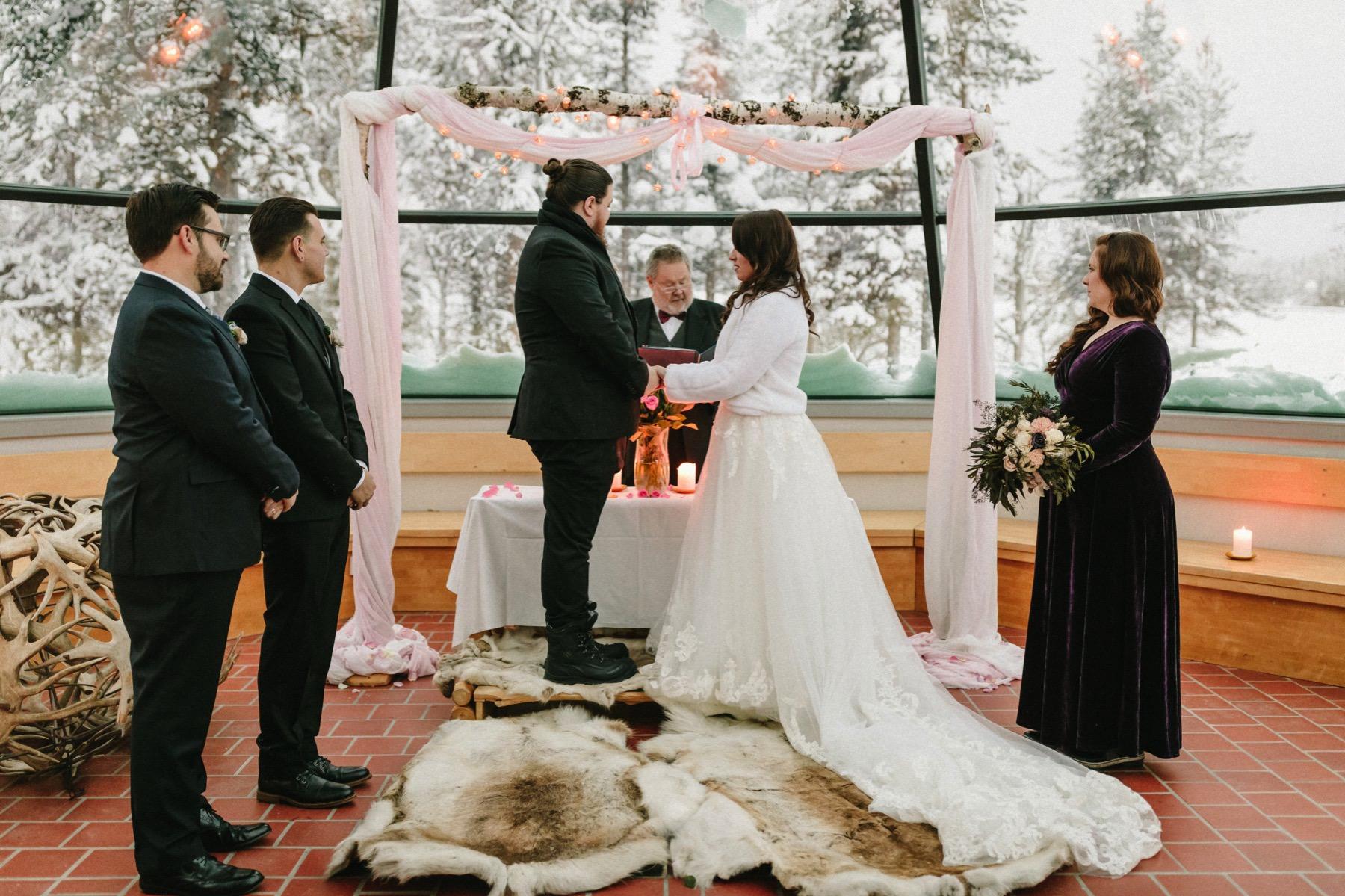 glas tepee wedding Kakslauttanen