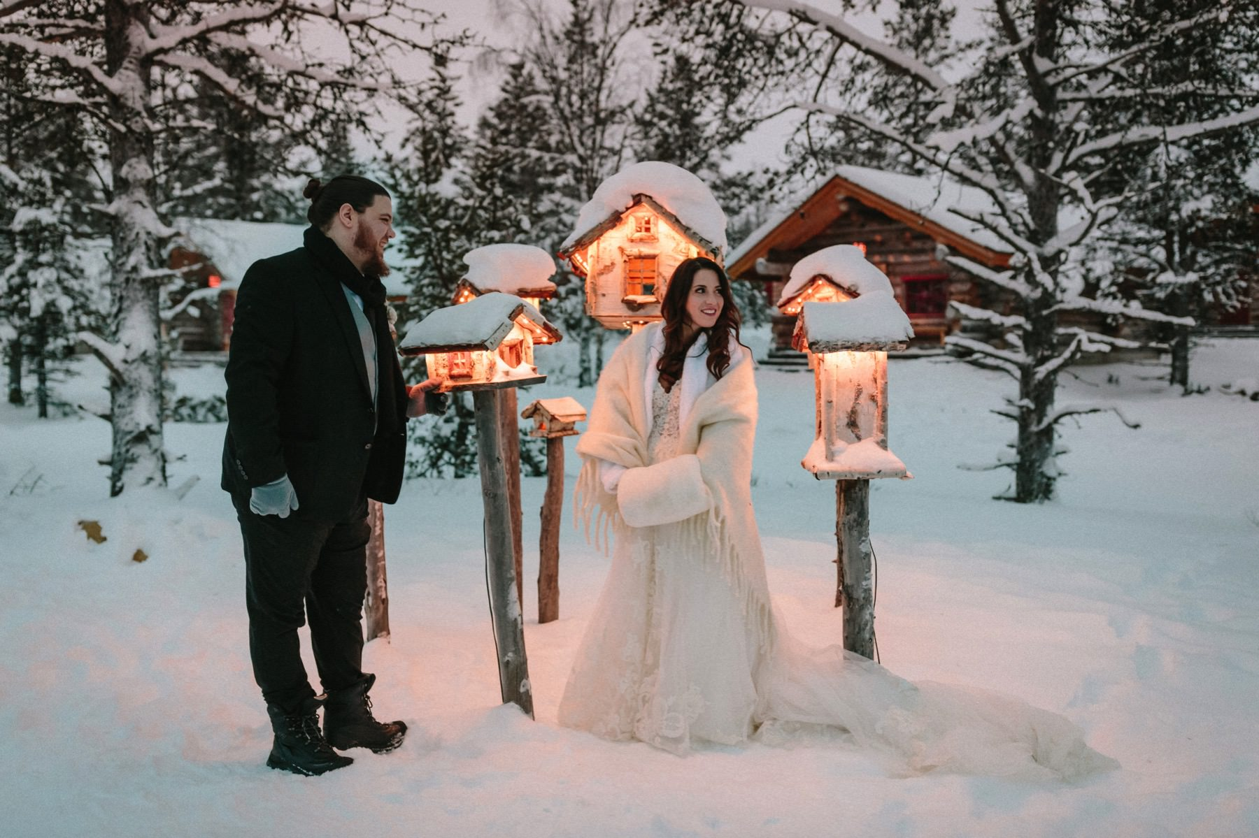 winter prewedding session in Lapland